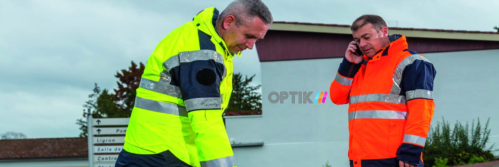 Deux hommes portent les vêtements professionnels d'Anett de la collection Optik.